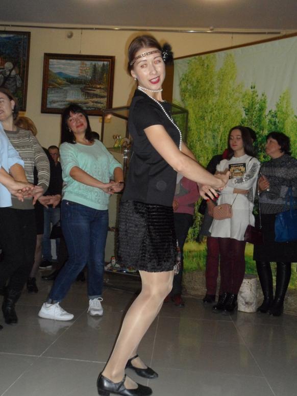 Хореограф ДК поселка Тимирязевский Ольга Гриценко, преподавшая мастер-класс чарльстона.