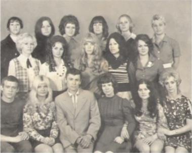 Евгения Ивановна в центре.