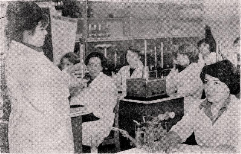 Занятие проводит декан биолого-химического факультета В.М. Терехова.