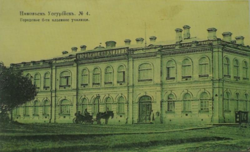 Эта и следующие две фотографии предоставлены Анатолием Щиголем. На первых четырех изображениях здание до революции 1917 года.
