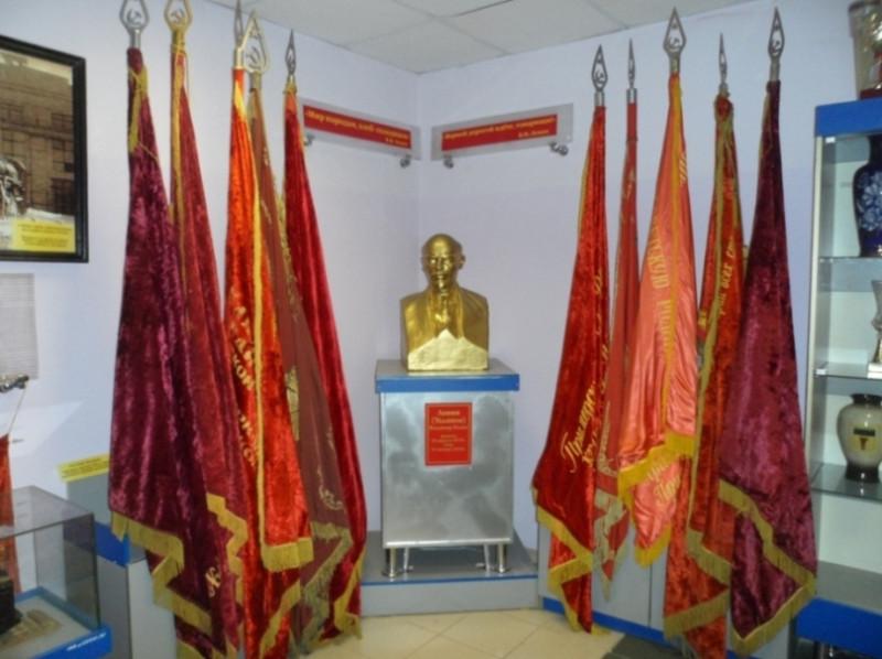 В новом помещении музея в здании административно-бытового корпуса Уссурийского ЛРЗ.