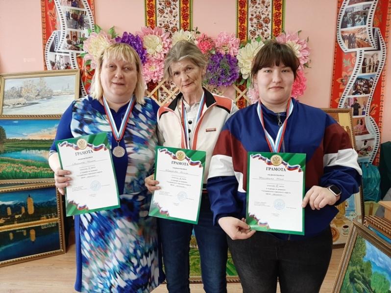 Слева - направо - Ирина Морскова, Галина Желудкова и Юлия Доровская.