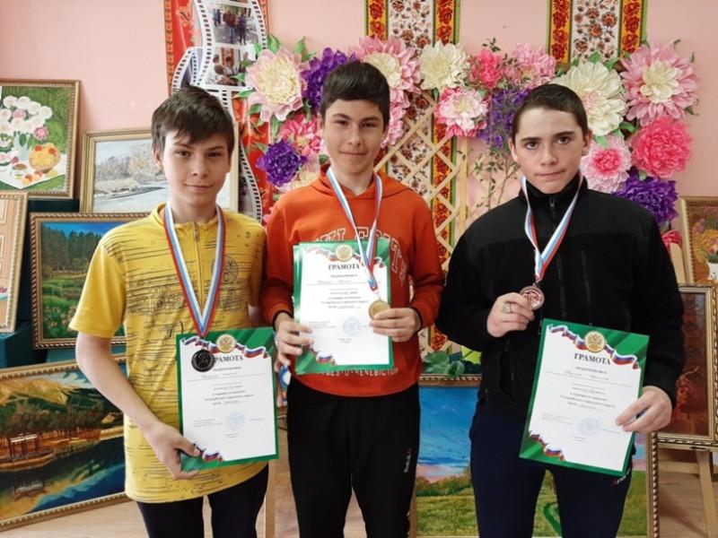 Слева - направо - Артем Друца, Сергей Друца и Никита Кулик.