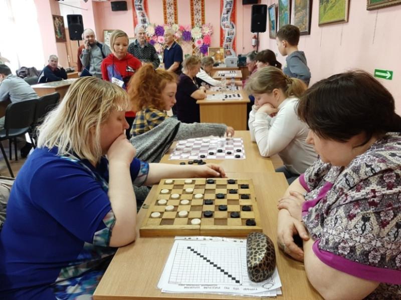 Слева - Ирина Морскова.