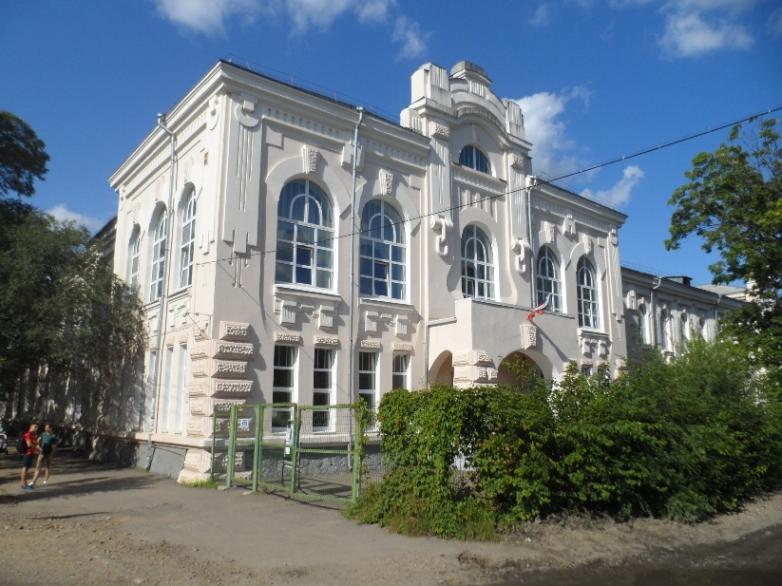 В 1950 году 6-я школа располагалась в здании по улице Горького, где сейчас находится 11-я школа, фото автора.