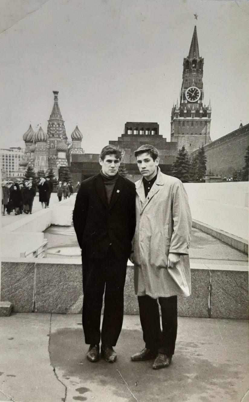 Валерий Попов (справа) с Вячеславом Марьяндышевым в Москве, 1965 год.