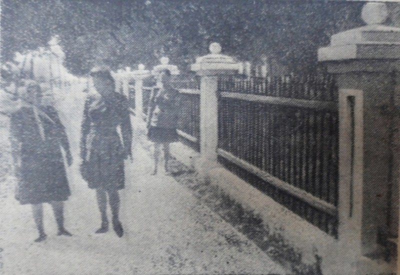 """Фото Е. Абезгауза, газета """"Коммунар"""", 1949 год."""