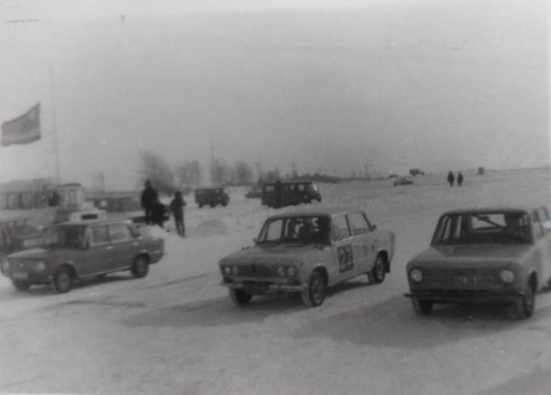 Автоипподромные гонки, Уссурийск, 2-я половина 1980-х годов. Фотографии из семейного архива Александра Новикова.