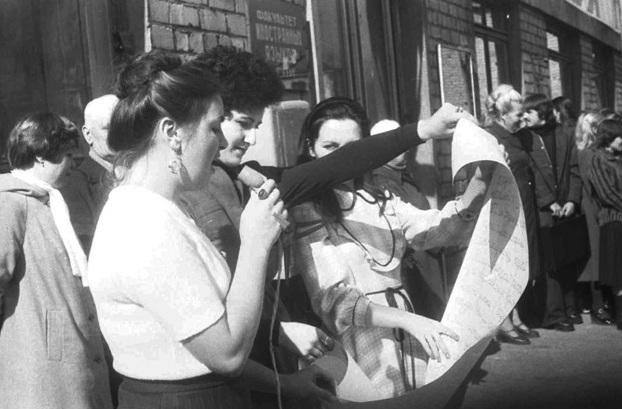 Посвящение в студенты в УГПИ. 2-я половина 1981 года. Фотографии предоставлены кандидатом биологических наук Александром Колядой.
