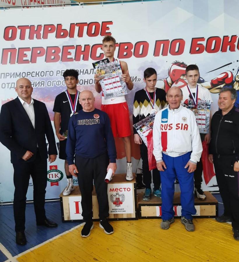 Победитель турнира — Кирилл Капустник. Перед ним стоит Александр Коровин. Все фотографии предоставлены Александром Коровиным.