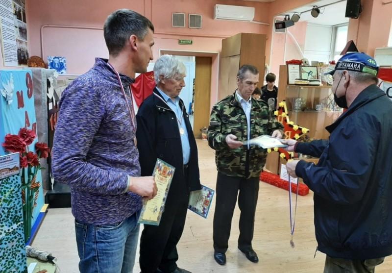 Слева — направо: Виталий Рязанцев, Анатолий Мосякин, Анатолий Лобачев и главный судья соревнований Сергей Маципура.