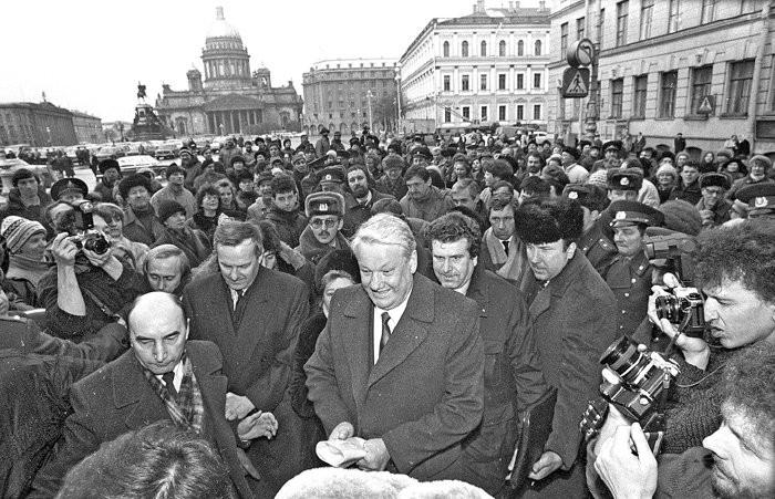 Ельцин в Питере (где Путин)