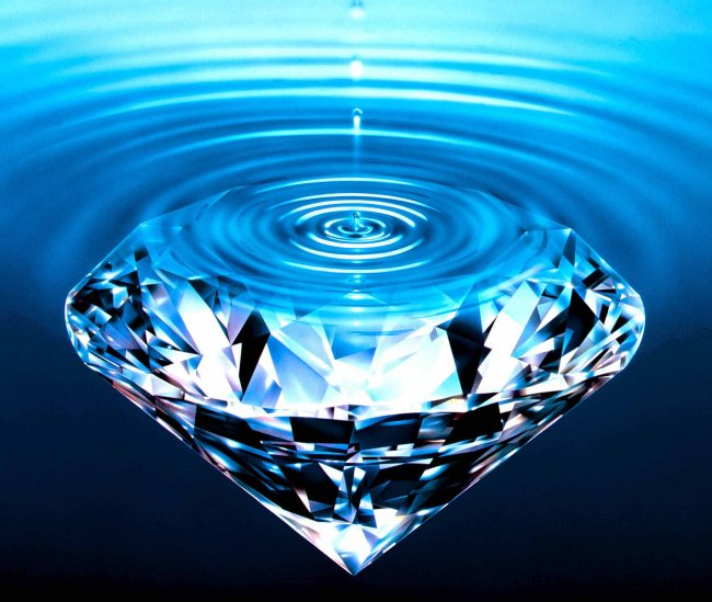 1367575299_diamond-in-water