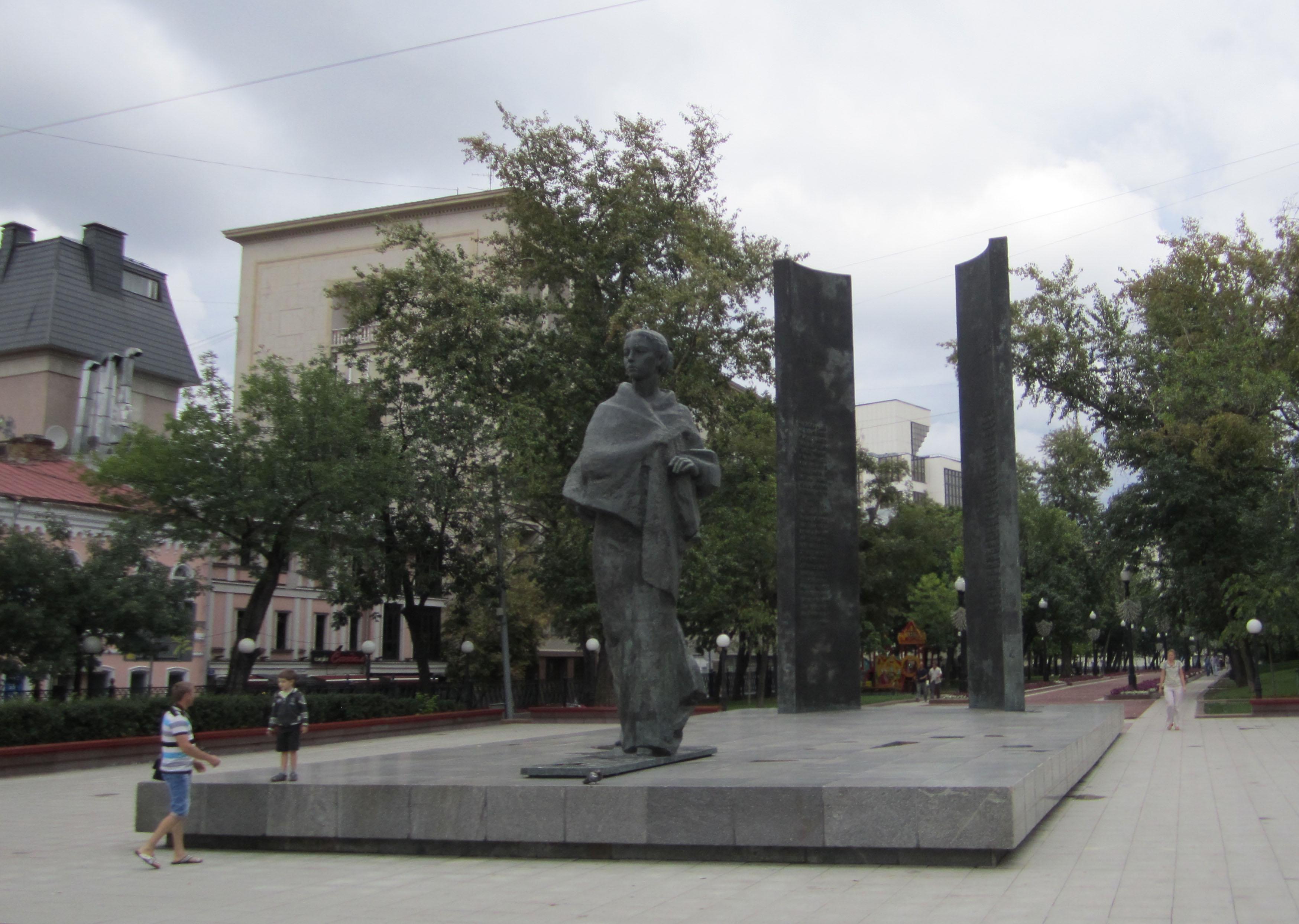 Памятник с семейный Сретенский бульвар заказ памятника на кладбище Кашира