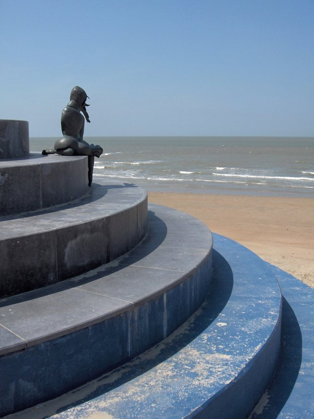 statue in Oostende