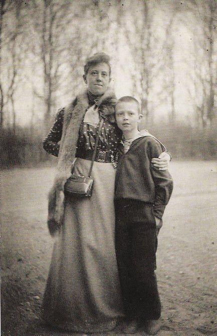 Марианна Веревкина с племянником Александром, Литва, 1914