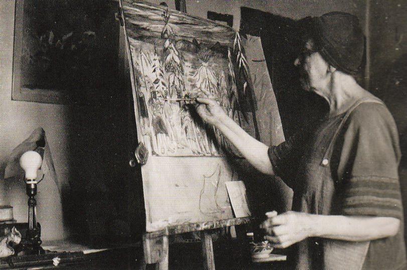 Марианна работает над картиной Деревенские маски
