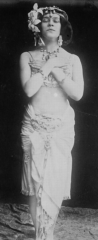 German actress Tilla Durieux (1880-1971) as Salome Belly Dance.jpg