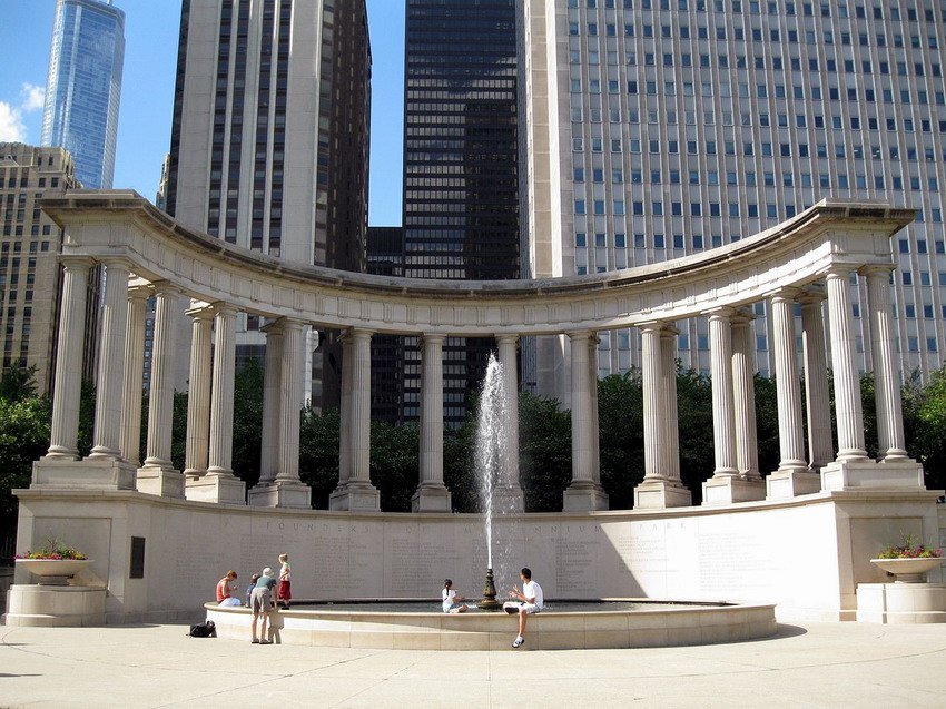 Resize of 1280px-Millennium_Monument_in_Wrigley_Square