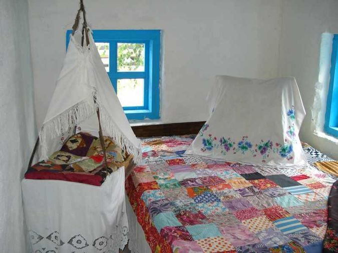 «Піл» у музейній хаті – з ліжком та колискою.