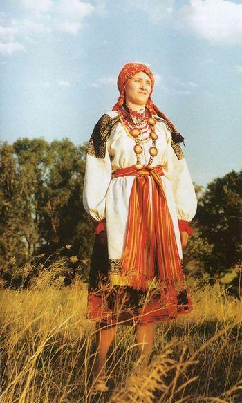 Жіноче святкове вбрання. Слобода Руська Тростянка Острогозького повіту.