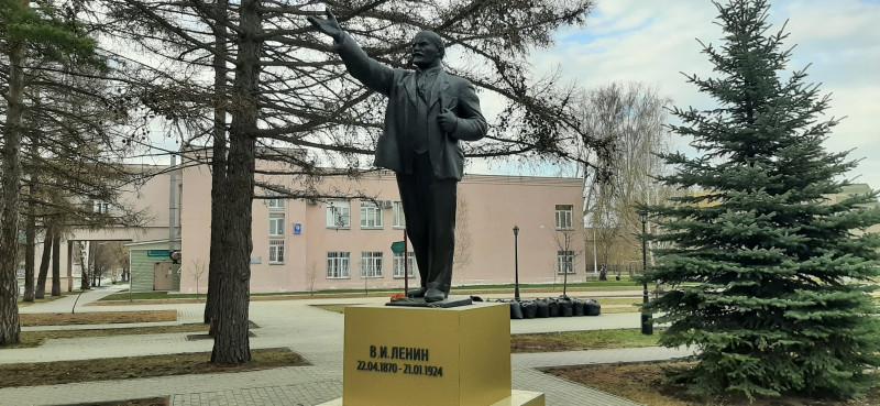 Памятник Владимиру Ильичу Ленину в сквере Областной больницы