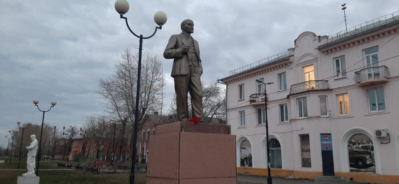 Памятник Владимиру Ильичу Ленину у ДК Энергетиков