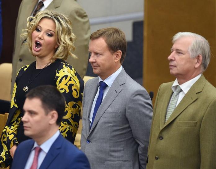 Утикай, москаль проклятый, с украинской нашей хаты!