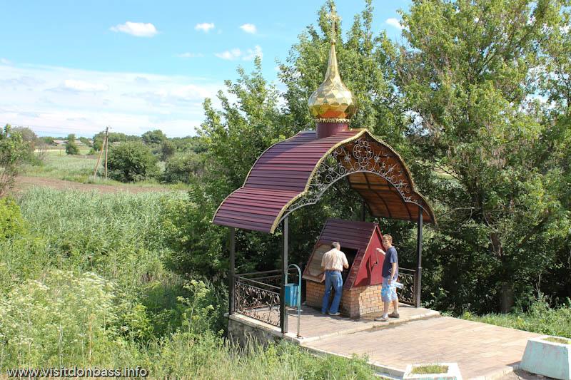 Свято-Покровский храм в селе Боевое - колодец с водой