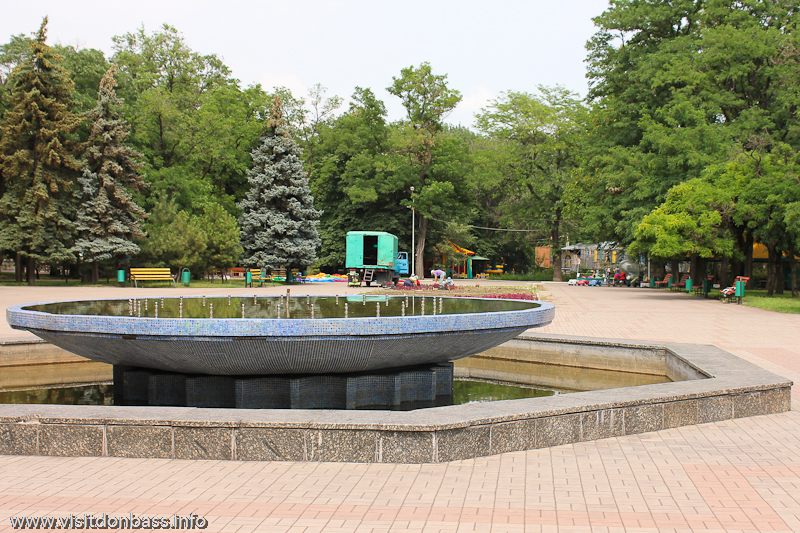 Фонтан в городском саду Мариуполя