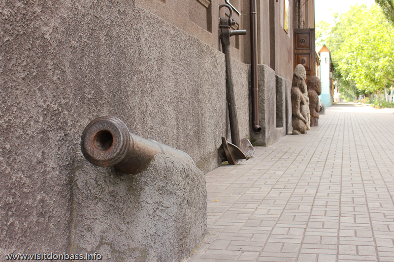 Мариупольский краеведческий музей пушка, якорь
