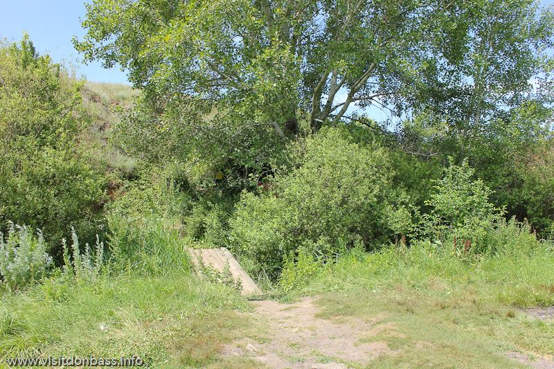 Мост к роднику в заповеднике Каменные могилы
