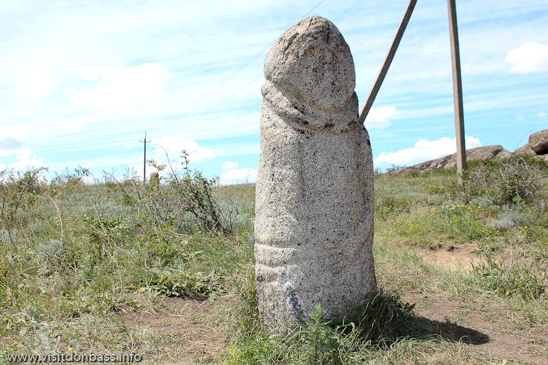 Статуя скифского воина в заповеднике Каменные могилы
