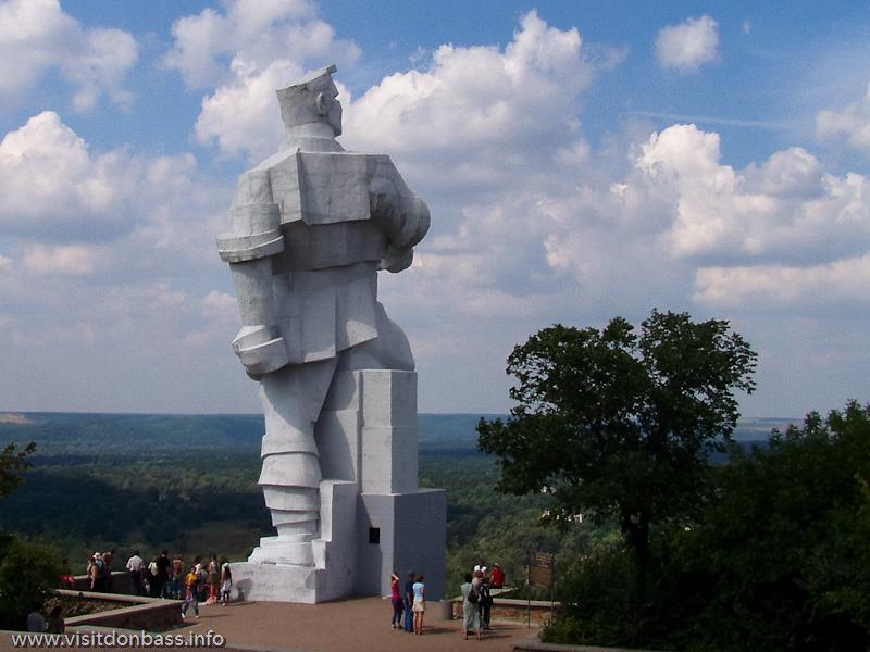 Памятник Ф.А. Сергееву в Святогорске, фото