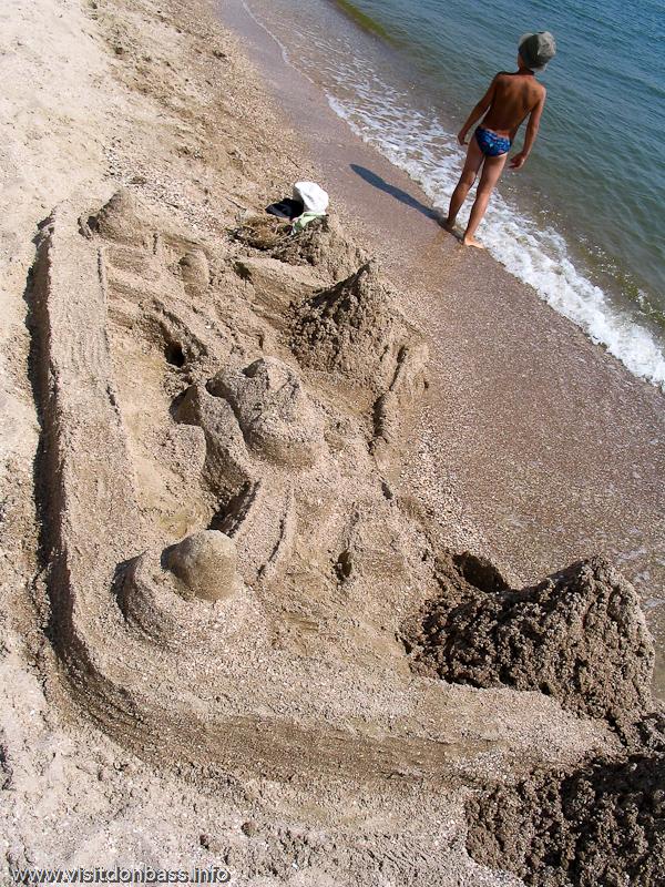 На песчаных пляжах можно строить настоящие замки