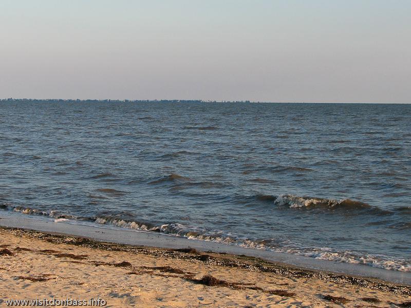 Из-за огромного количества ила даже при легком ветерке вода окрашивается в черный цвет