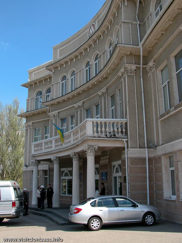 На площади им. Ивана Ткаченко есть еще одно конторское здание