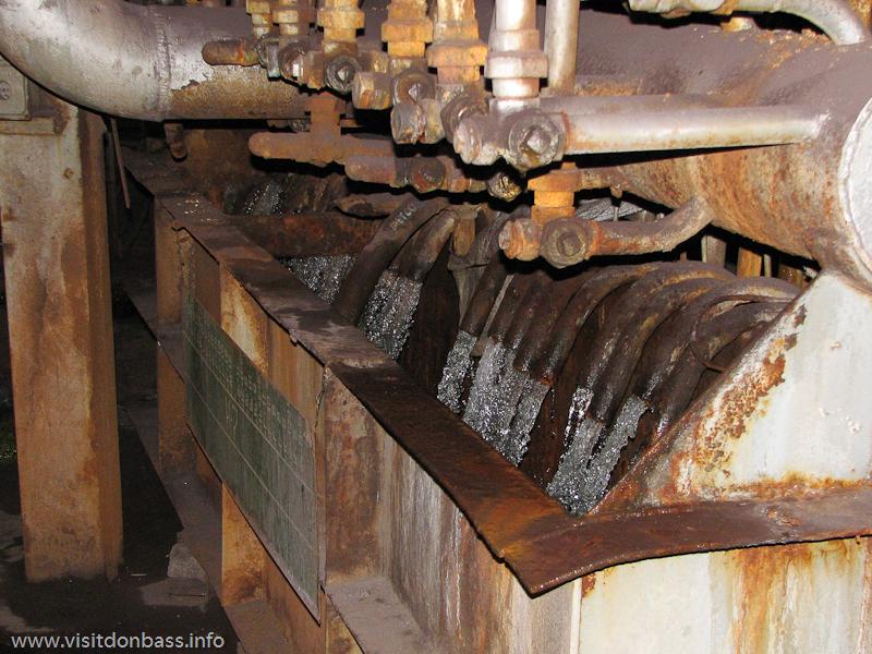 Кожух/броня доменной печи охлаждается большим количеством воды