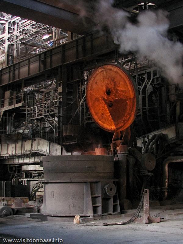 Доводка стали в агрегате печь-ковш на металлургическом заводе Донецксталь