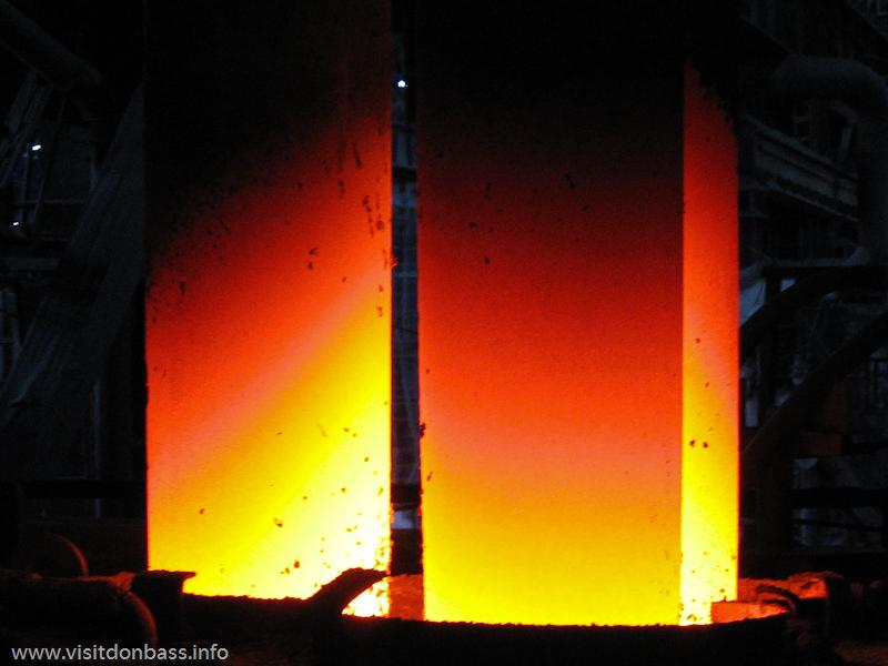 Электроды графитированные  установки печь-ковш мартеновского цеха завода Донецксталь