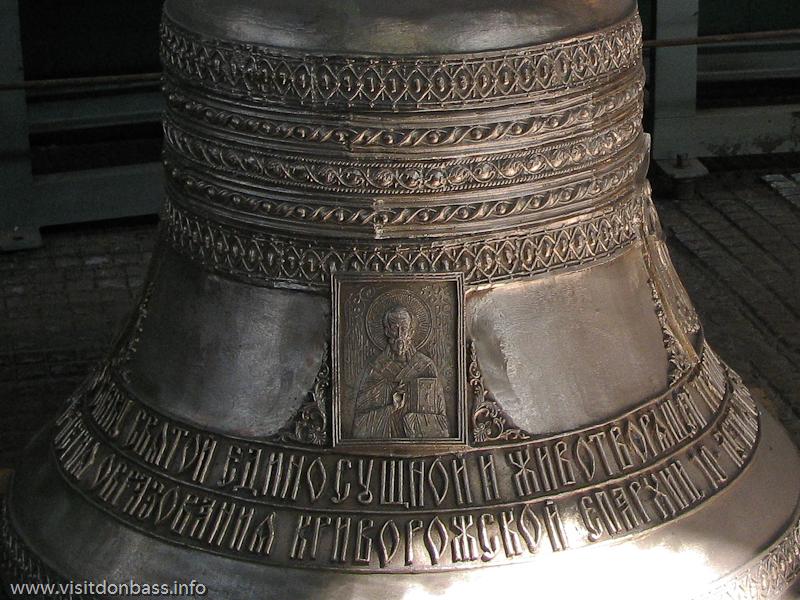 Финишная обработка и отделка церковных колоколов в литейном цехе завода Донецксталь