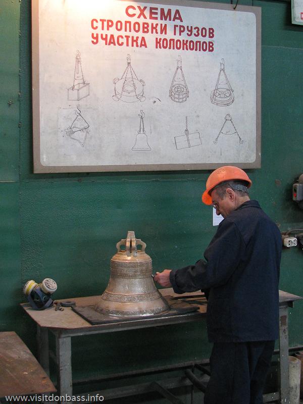 Маленькие церковные колокола требуют особого отношения и практически ювелирной работы