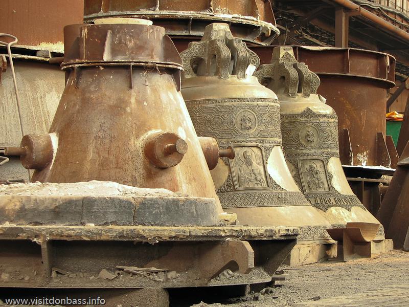 Готовые церковные колокола имеют индивидуальный дизайн, а некоторые из них и собственное имя