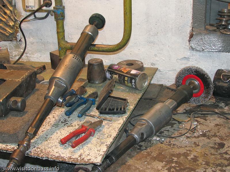 Инструменты для обработки колоколов - самые обычные, но руки - золотые