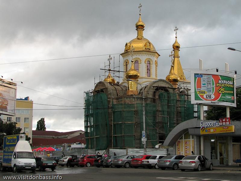 Чтобы путники со спокойной душой отправлялись в дальнюю дорогу на донецком ж/д вокзале построили церковь