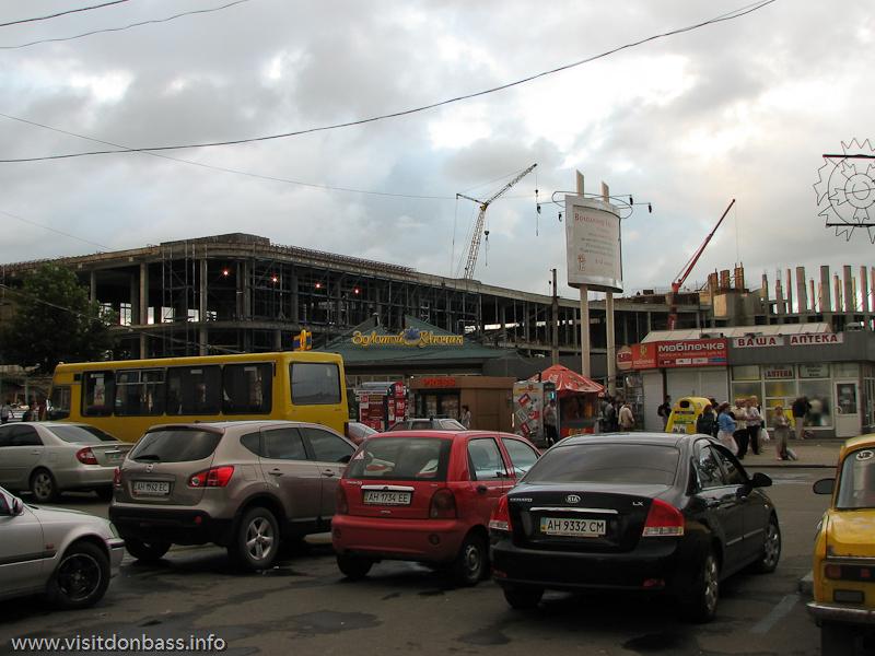 Новое здание ж/д вокзала в Донецке поражает своими размерами