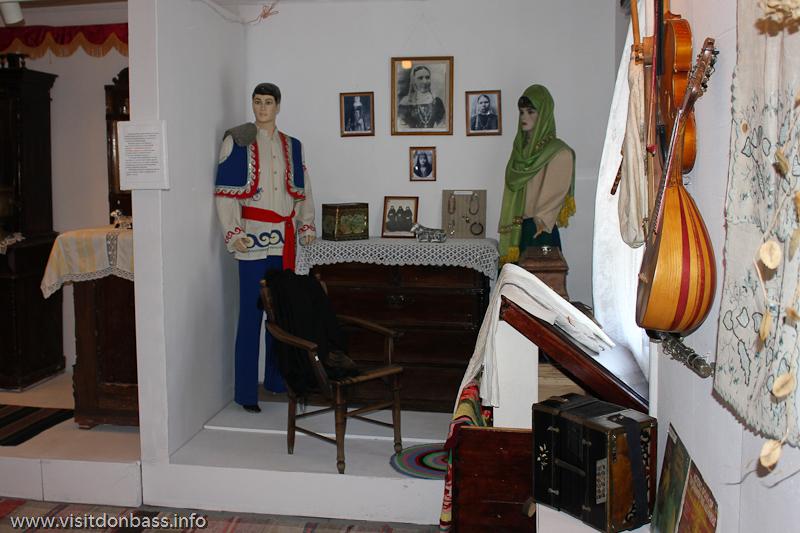 Народные одежды и предметы быта в музее греков Приазовья