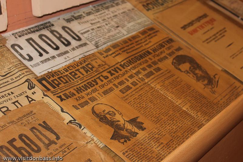 Старые газеты в музее греков Приазовья