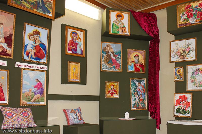 Выставка вышивки династии Кацы в музее греков Приазовья