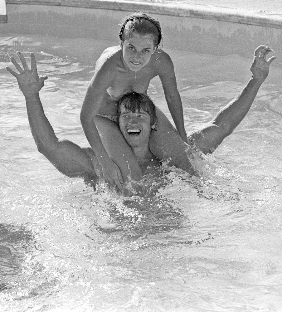 Arnold Schwarzenegger and 15 year old Nastassja Kinski by  Michael Ochs 1976